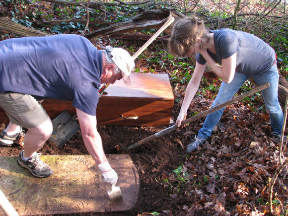 Sons of Confederate Veterans Dig Up Graves post image